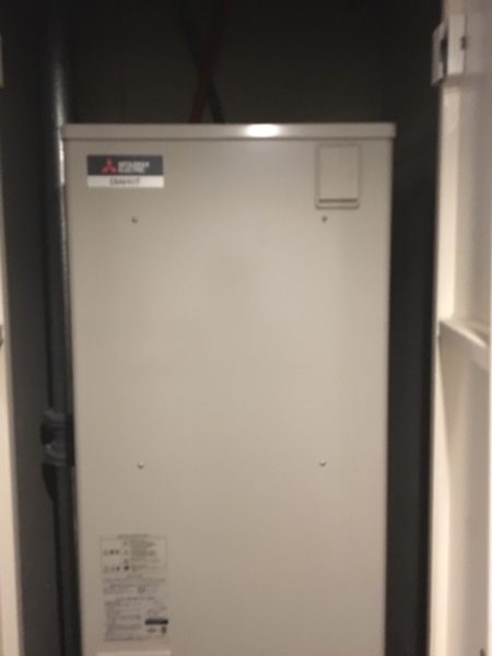 横浜市戸塚区のマンションで電気温水器の交換 東芝『HPL-TFB371RAU』⇒三菱『SRT-J37WD5』