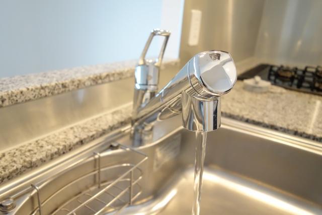 お湯側の蛇口から水は出るがお湯が出ない